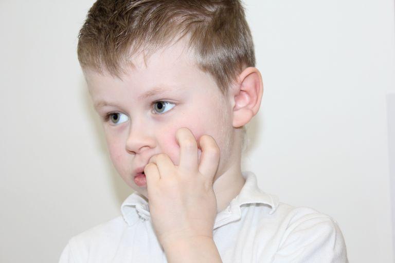 Πώς θα σταματήσει να τρώει τα νύχια του; | vita.gr