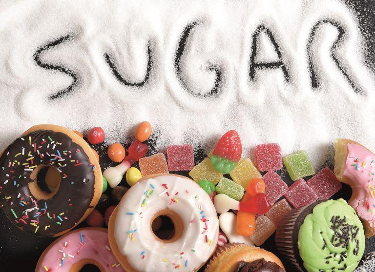 Απλοί τρόποι να μειώσετε τη ζάχαρη στη διατροφή σας όσο μένετε σπίτι | vita.gr