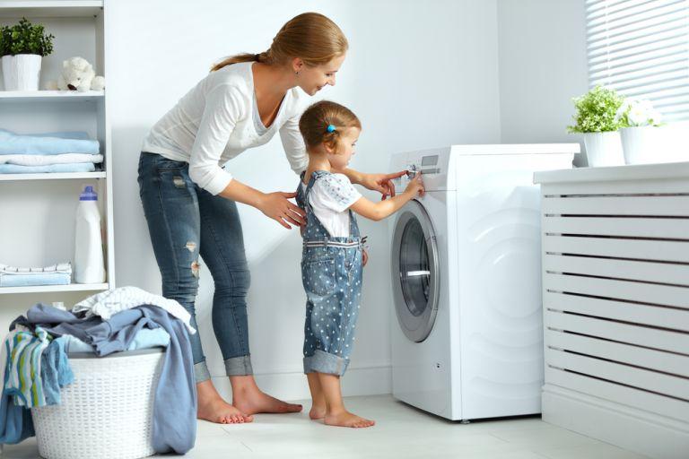 Πώς μπορείτε να ενισχύσετε την ανεξαρτησία του παιδιού όσο μένετε σπίτι | vita.gr