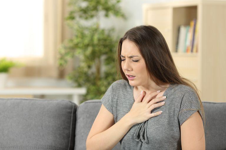 Άγχος και κοροναϊός: Ποια συμπτώματα μοιάζουν και πώς θα τα ξεχωρίσουμε | vita.gr