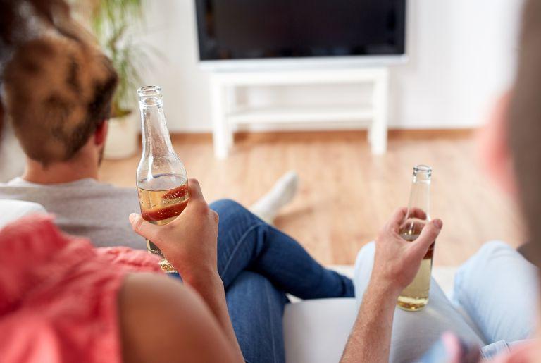 Γιατί να αποφύγετε το αλκοόλ όσο μένετε σπίτι | vita.gr