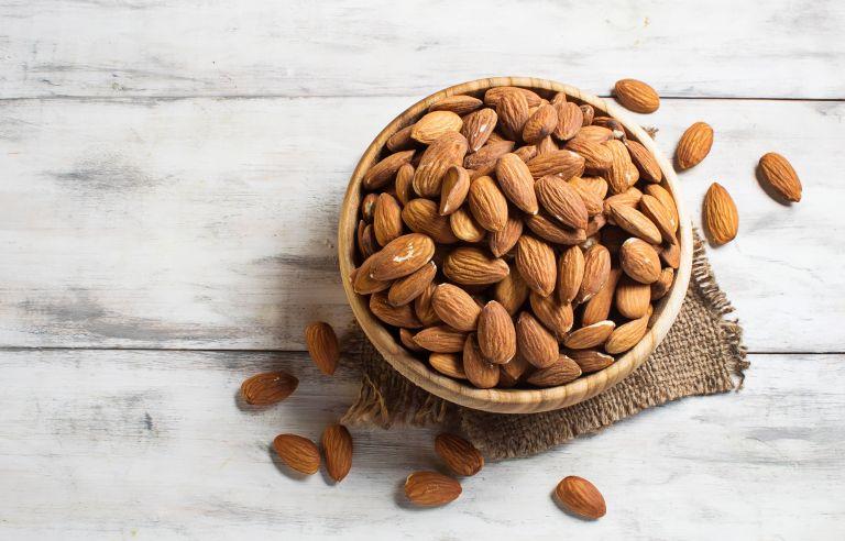 Αμύγδαλα: Το υγιεινό σνακ που δεν πρέπει να λείπει από τη διατροφή σας | vita.gr