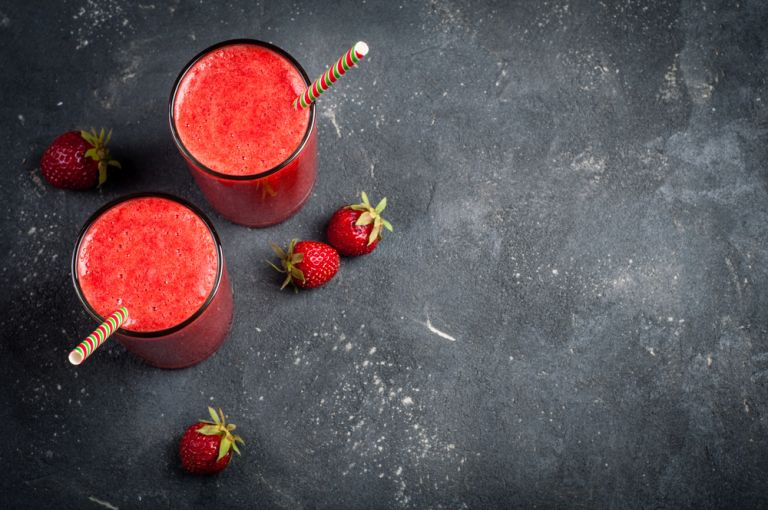 Σπιτικός χυμός φράουλας | vita.gr