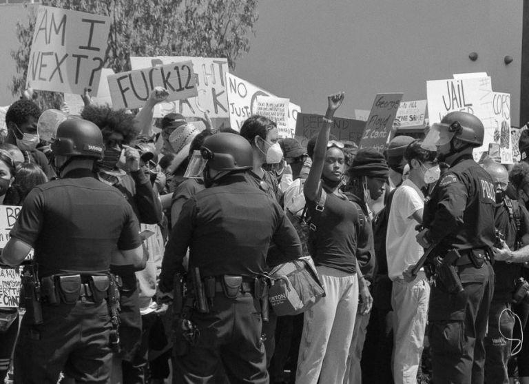 Φλόιντ: Φωτορεπόρτερ καταγράφουν συγκλονιστικές εικόνες από τις διαδηλώσεις στις ΗΠΑ | vita.gr