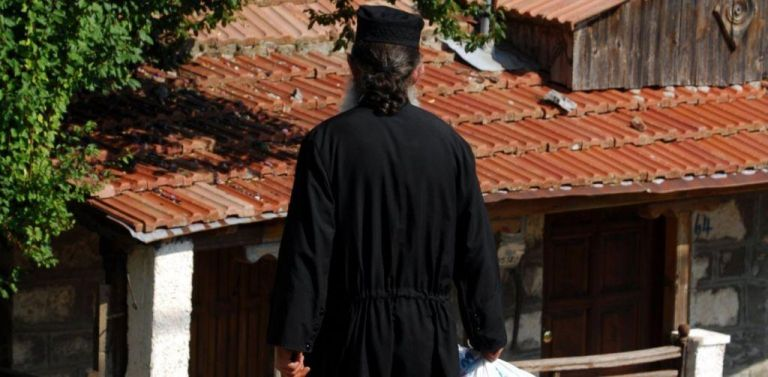 Πρωταγωνιστής ροζ σκανδάλου ιερέας στη Φθιώτιδα | vita.gr