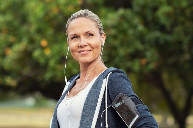 Πώς μας ωφελεί μια βόλτα στο πάρκο; | vita.gr