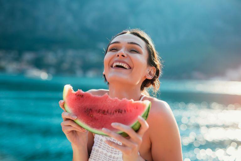 Καλοκαιρινή δίαιτα: Διατροφικές συμβουλές για εύκολο αδυνάτισμα | vita.gr