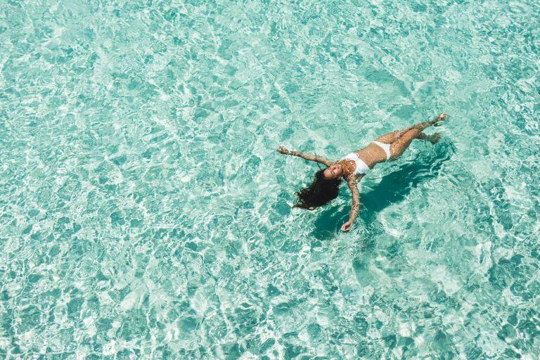 Τι να κάνετε αν σας πιάσει κράμπα την ώρα που κολυμπάτε | vita.gr