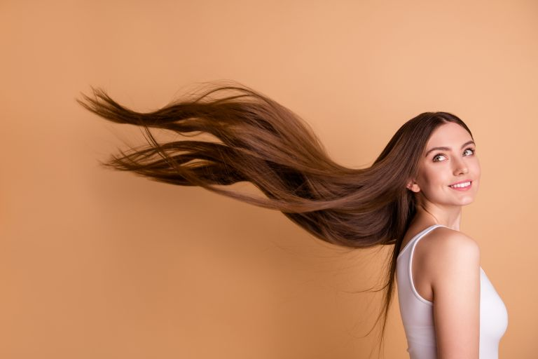 Tips για λαμπερά μαλλιά χωρίς ψαλίδα | vita.gr