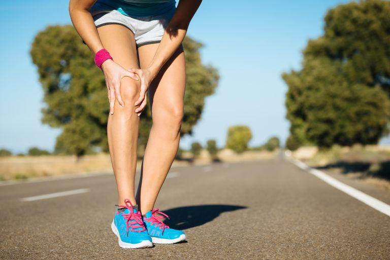 Πόνος στα γόνατα: Πώς θα τον αντιμετωπίσετε και πότε πρέπει να σας ανησυχήσει   vita.gr