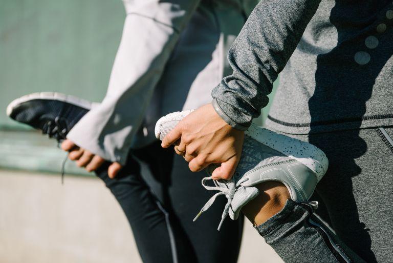 Πρέπει να κάνουμε stretching πριν το περπάτημα; | vita.gr