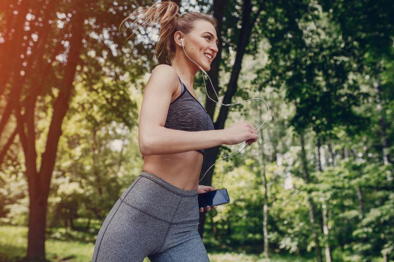 Τρέξιμο στη ζέστη με ασφάλεια | vita.gr