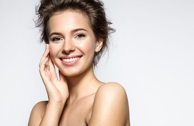 Οι παράγοντες που κάνουν λιπαρό το δέρμα μας | vita.gr