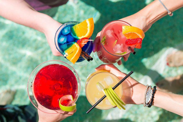 Αλκοόλ: Τι να προσέξετε για να μη σας παχύνει | vita.gr