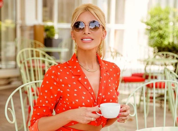Στις Κυκλάδες η Κατερίνα Καινούργιου για τις καλοκαιρινές της διακοπές | vita.gr