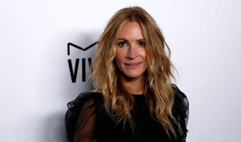 Τζούλια Ρόμπερτς: Ποζάρει στο πλευρό του συζύγου της | vita.gr