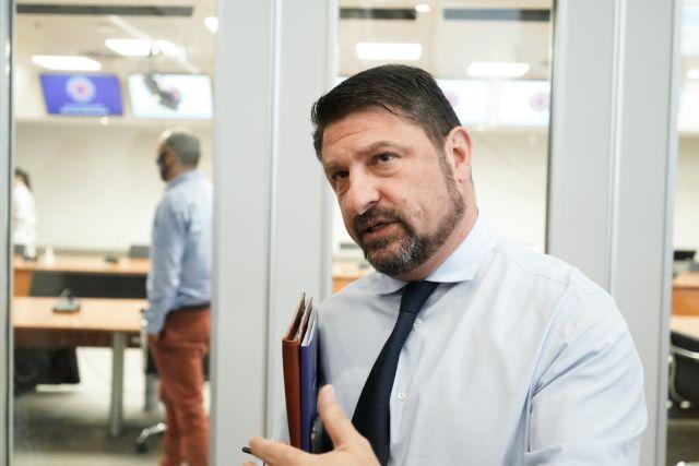 Ενημέρωση Χαρδαλιά: Υποχρεωτική η χρήση μάσκας σε τράπεζες, καταστήματα τροφίμων και ΔΕΚΟ | vita.gr