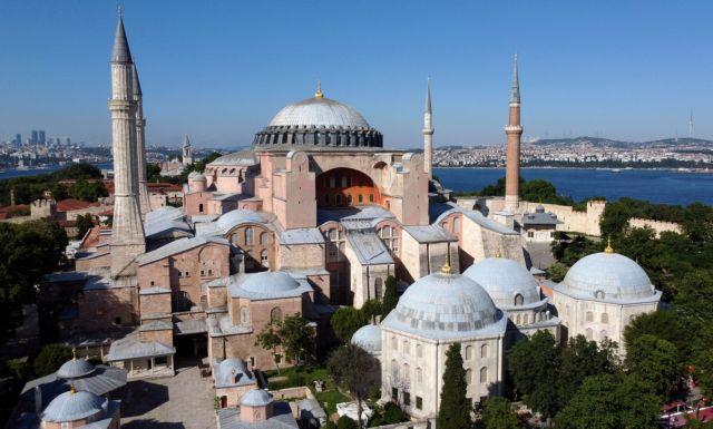 Κύμα επικρίσεων προκάλεσε το προκλητικό σόου του Ερντογάν στην Αγία Σοφία | vita.gr