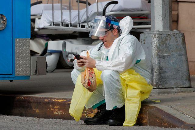 Κοροναϊός: Διπλασιάζεται ο κίνδυνος σοβαρών επιπλοκών για τους καπνιστές | vita.gr