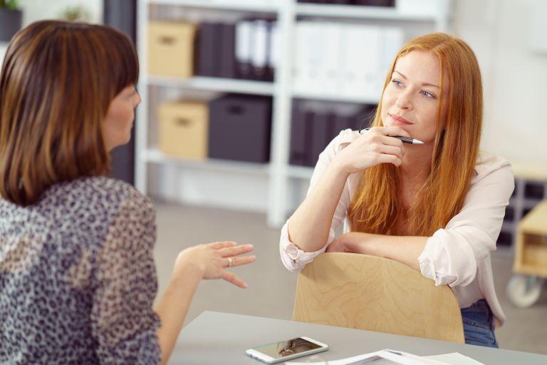 Ενεργητική ακρόαση: Το ζωτικό στοιχείο των υγιών σχέσεων | vita.gr