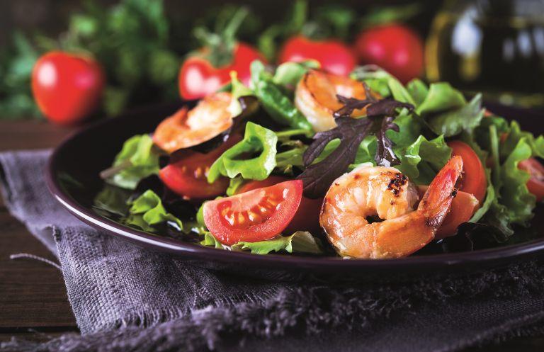 Σαλάτα ως πλήρες γεύμα: Είναι εφικτό; | vita.gr