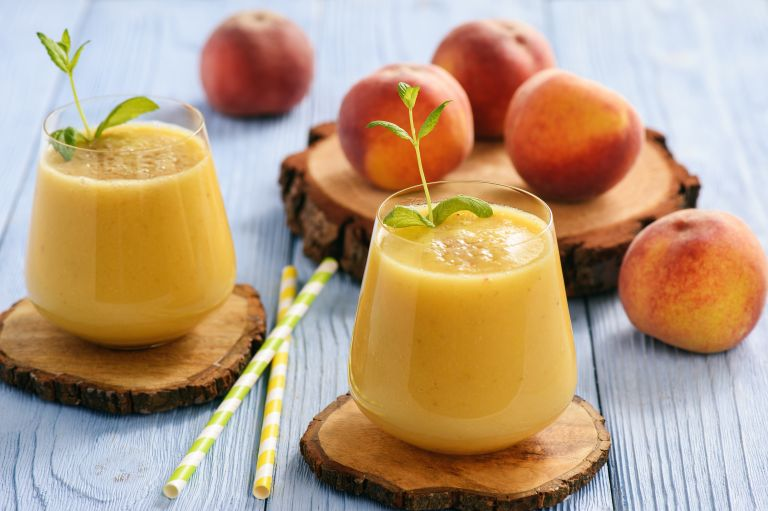 Κρεμώδες smoothie με ροδάκινο | vita.gr