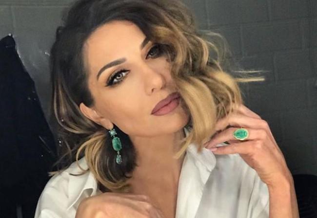 Δέσποινα Βανδή: Ποζάρει με μαγιό μαζί με την κόρη της και εντυπωσιάζει | vita.gr
