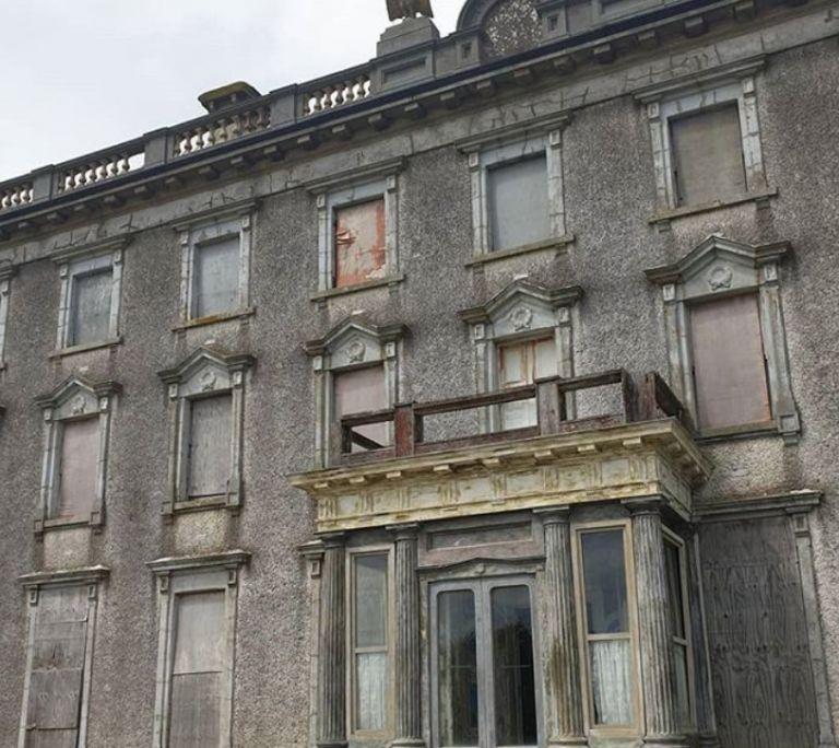 Προς πώληση ιστορικό στοιχειωμένο αρχοντικό της Ιρλανδίας | vita.gr