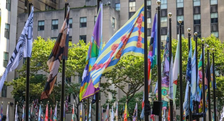 Ρόκφελερ Σέντερ: Μετατρέπεται σε γκαλερί και φιλοξενεί.. σημαίες | vita.gr