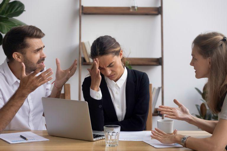 Πώς μας επηρεάζει ο ανεπίλυτος θυμός; | vita.gr
