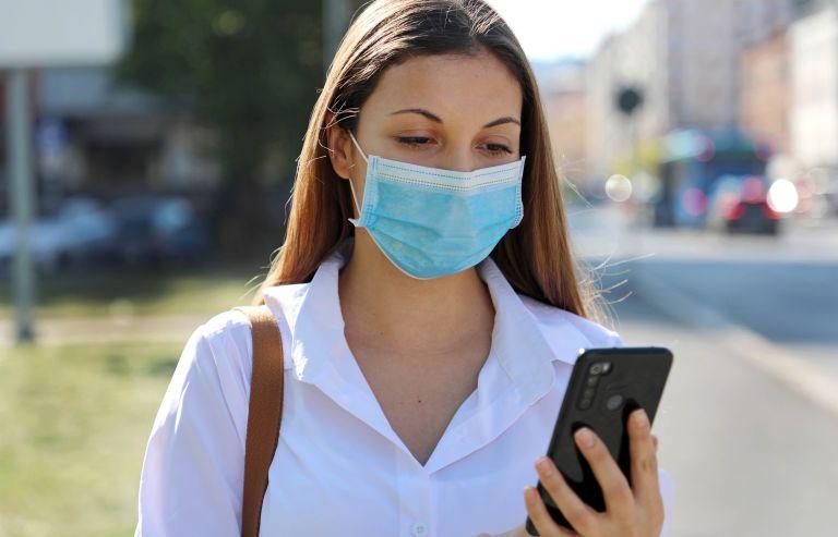 Κοροναϊός : Τελικά έχει νόημα να φοράμε μάσκα σε εξωτερικούς χώρους; | vita.gr