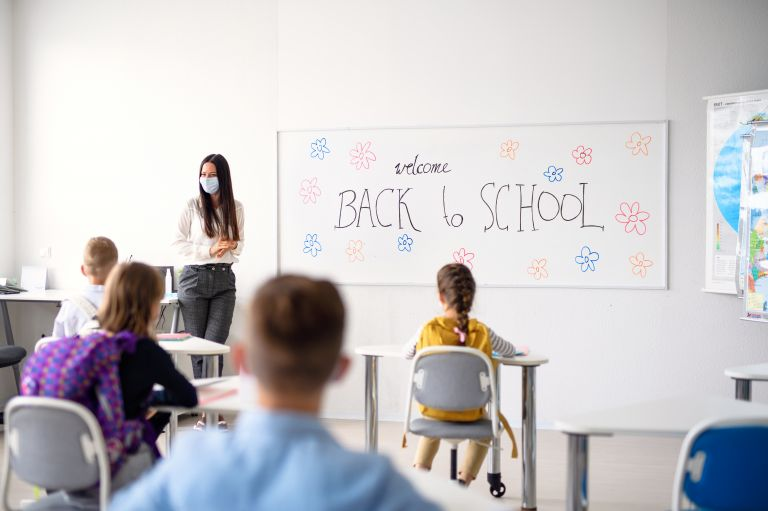 Κοροναϊός: Τι προτείνουν οι ειδικοί για ασφαλές άνοιγμα των σχολείων | vita.gr