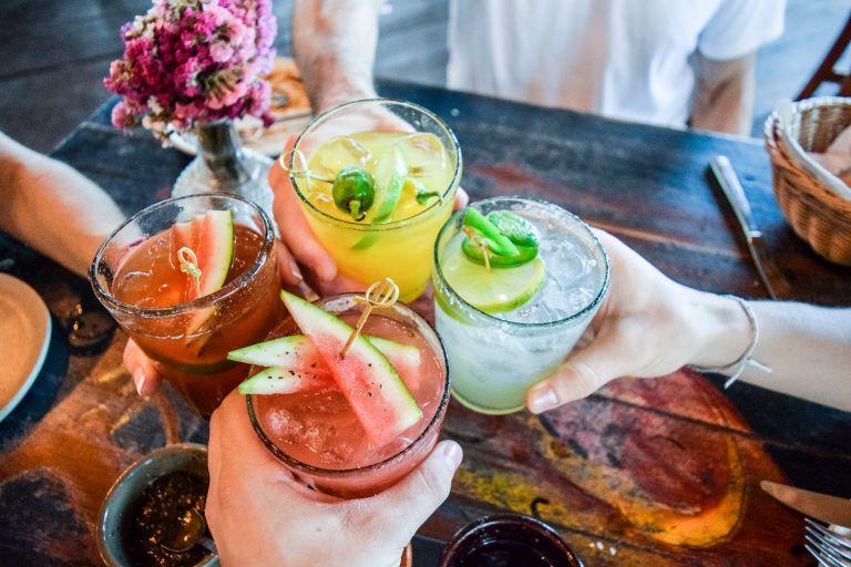 Αφυδάτωση από το αλκοόλ: Μύθος ή πραγματικότητα; | vita.gr