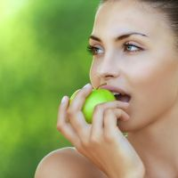 Το μήλο όντως προφυλάσσει την υγεία;