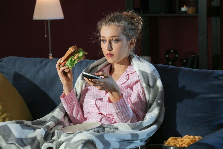 Το φαγητό αργά «φρενάρει» την απώλεια βάρους | vita.gr