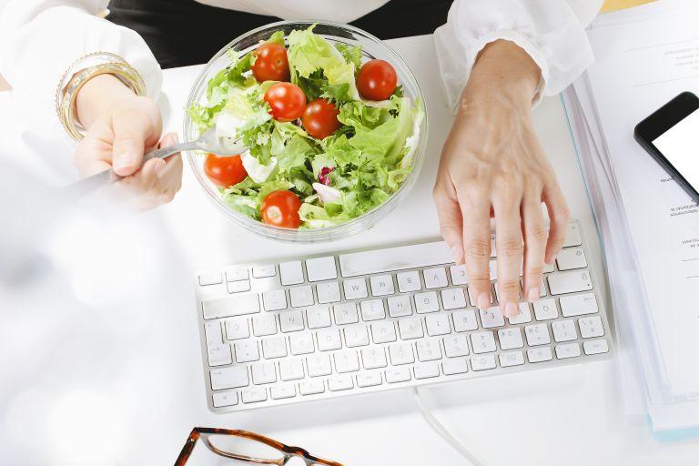 Ισορροπημένη διατροφή και στη δουλειά | vita.gr