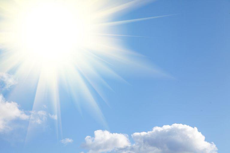 Καιρός: Ηλιοφάνεια με λίγες νεφώσεις και ισχυρούς ανέμους | vita.gr