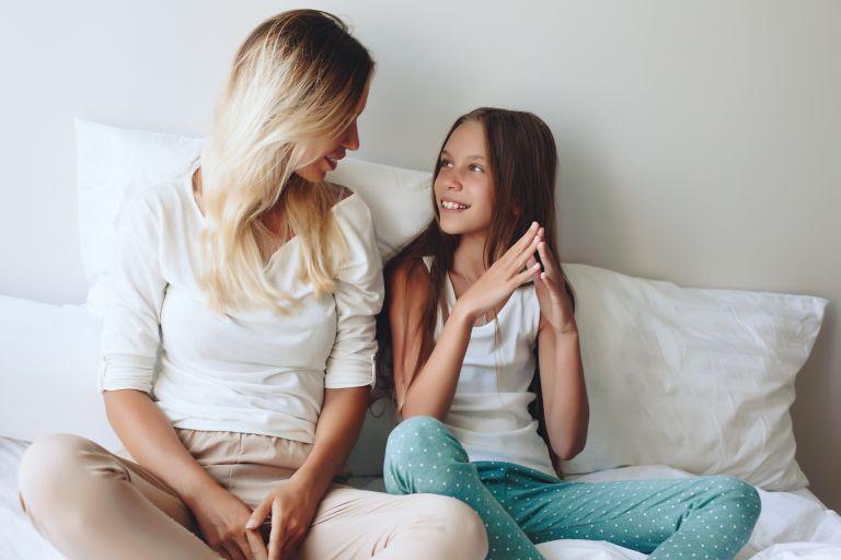 Πώς θα μάθουμε να ακούμε ενεργά το παιδί | vita.gr