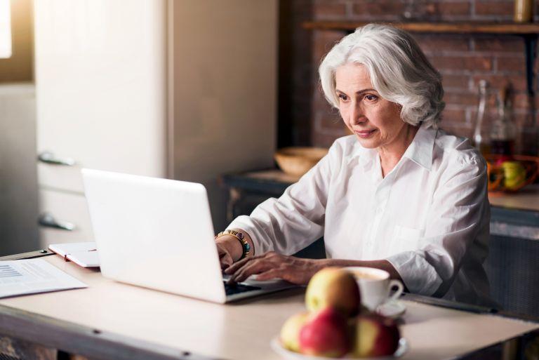 Κοροναϊός: Μετέτρεψε πολλούς ηλικιωμένους σε δεινούς χρήστες του Διαδικτύου   vita.gr