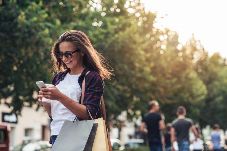 Γιατί δεν μπορείτε να «ξεκολλήσετε» από το κινητό; | vita.gr