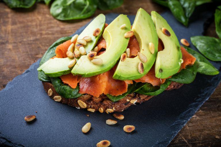 Δέκα υγιεινές τροφές που δεν πρέπει να λείπουν από το πιάτο σας | vita.gr