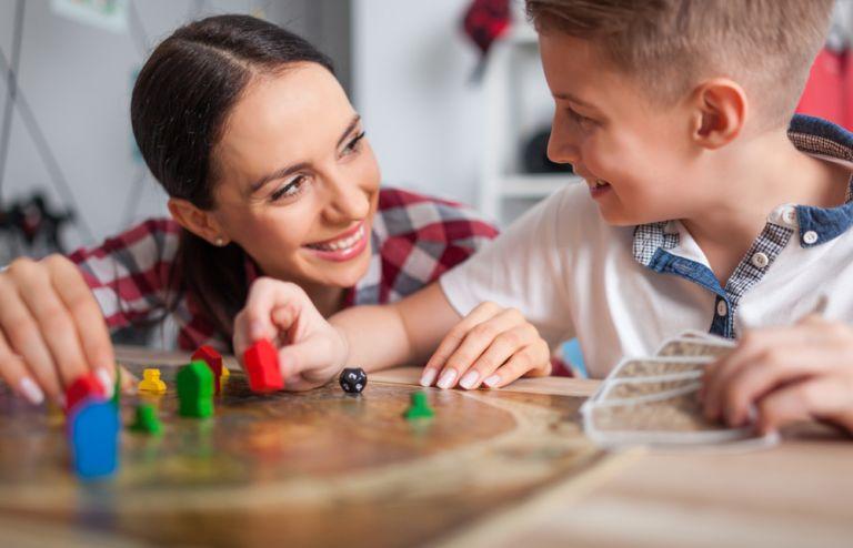 Επιτραπέζια παιχνίδια: Τα σημαντικά οφέλη που προσφέρουν στο παιδί | vita.gr