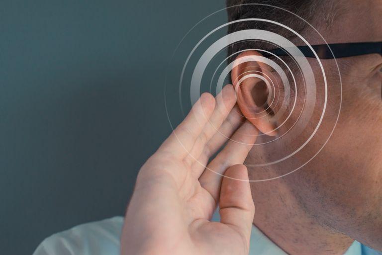 Έρευνα: Ο κοροναϊός μπορεί να προκαλέσει ξαφνική και μόνιμη απώλεια ακοής | vita.gr