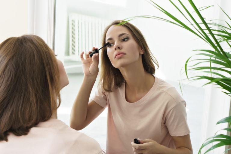 Το μακιγιάζ που κάνουμε όταν είμαστε κουρασμένες | vita.gr
