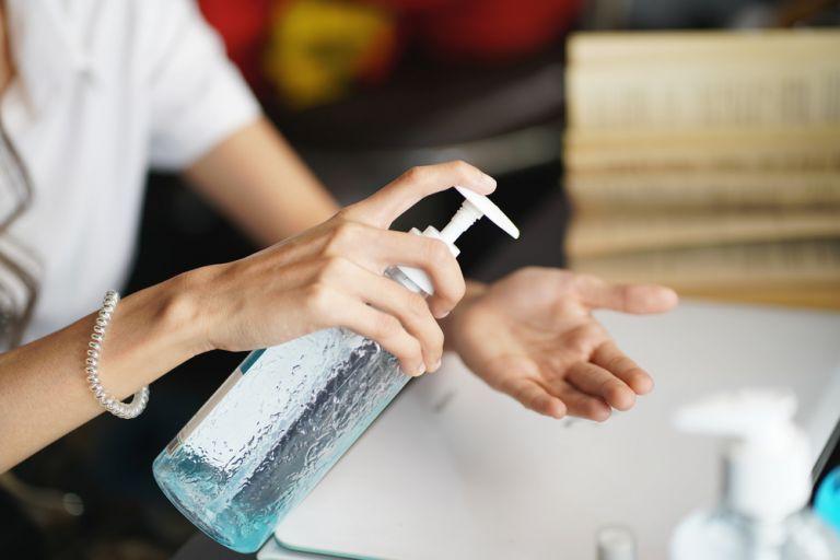 Πώς θα διατηρήσουμε τα χέρια μας απαλά;   vita.gr