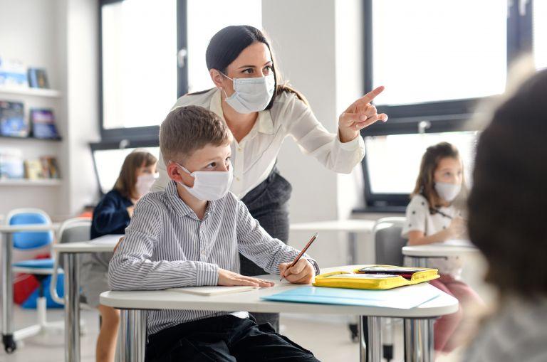 Κοροναϊός: «Φέρνει» μάσκες και στο διάλειμμα για τα σχολεία «επικίνδυνων» περιοχών | vita.gr