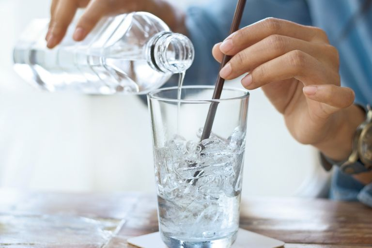Μπορεί το παγωμένο νερό να ενισχύσει το αδυνάτισμα; | vita.gr