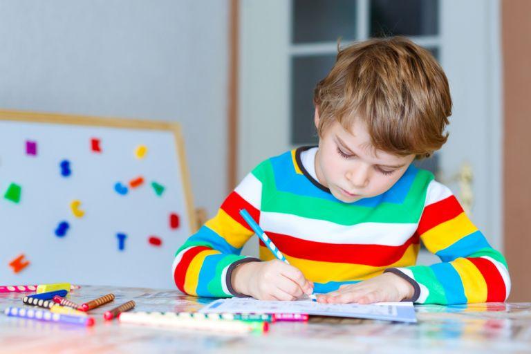 Το γράψιμο με το χέρι (και όχι με το πληκτρολόγιο) κάνει τα παιδιά εξυπνότερα, σύμφωνα με νέα έρευνα | vita.gr