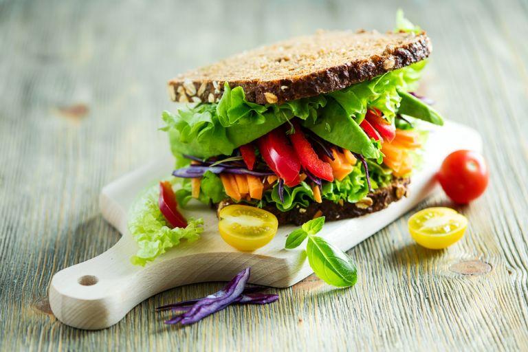 Σάντουιτς: Συμβουλές και ιδέες για να το απολαμβάνετε στη δίαιτα   vita.gr