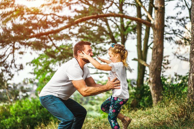 Έρευνα : Έμφυλες διακρίσεις στην ανατροφή και επιμέλεια των παιδιών βιώνουν 3 στους 4 πατέρες | vita.gr